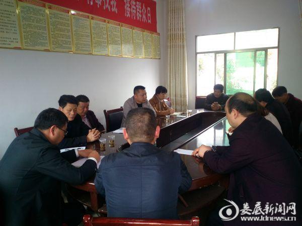 万宝镇政协联工委在梽木村调研工作