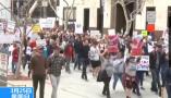 美国:全美爆发大规模反枪支暴力游行——南加州上万人愤怒游行  呼吁控枪