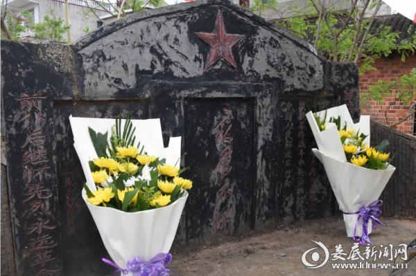 青树坪镇合心村的烈士墓