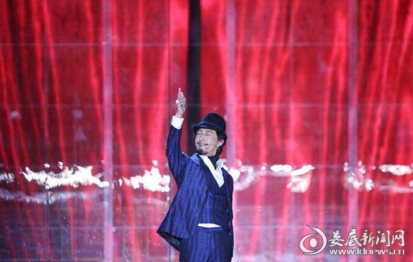 (赵立新亮相北京电影节)