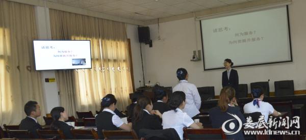 培训现场,老师与学员积极互动