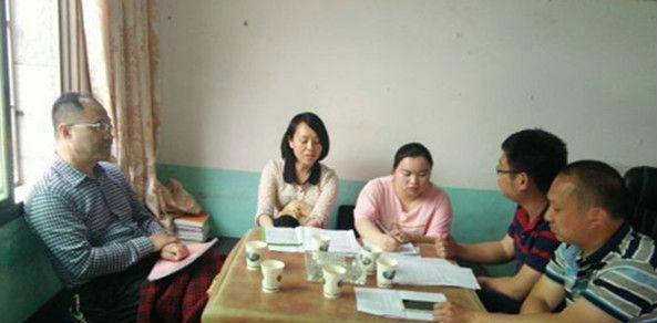 新化县政法委到坐石乡督导扫黑除恶专项斗争和综治民调工作