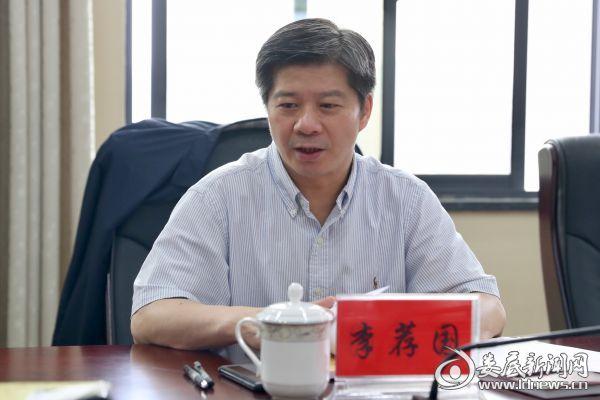 """李荐国强调,要让""""四好农村路""""更好地造福人民群众"""