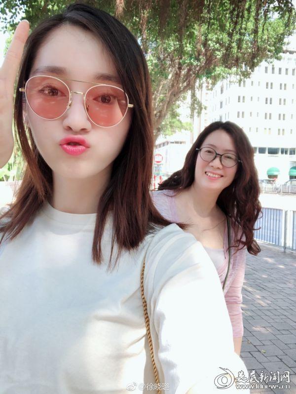 (徐晓璐和妈妈的合照)