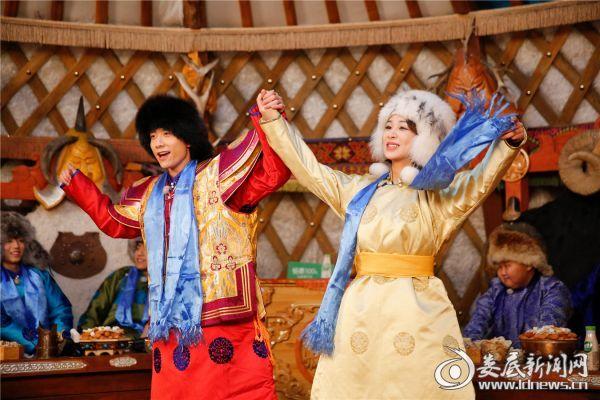 杨紫 身穿蒙古服装亮相