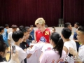 职业篮球队走进湖南人文科技学院  篮球明星受热捧