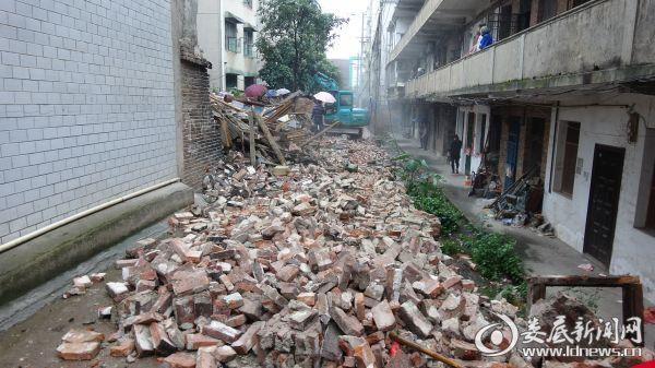 工农路至许永巷围墙违建拆除