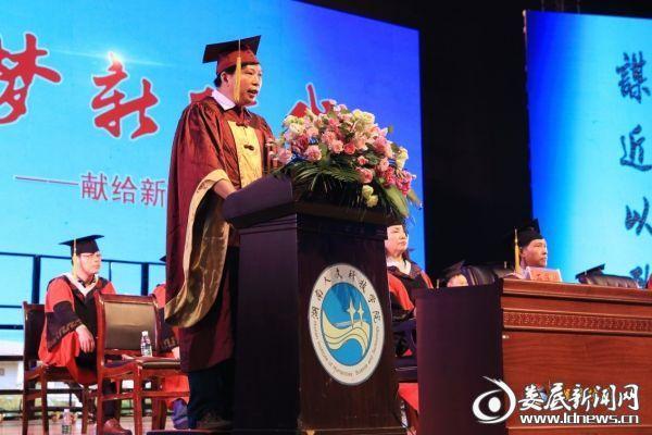 刘和云校长在毕业典礼上寄语毕业生