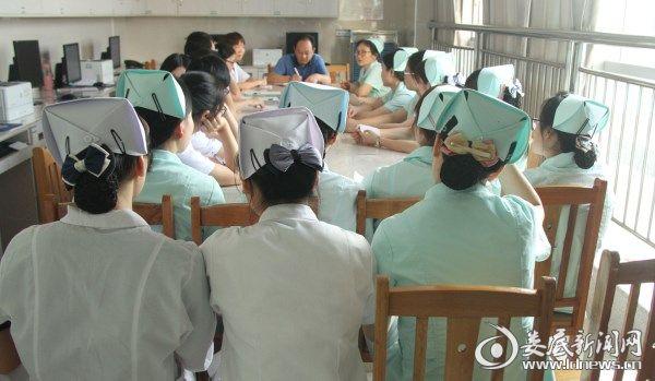 8病室换位思考大讨论现场.