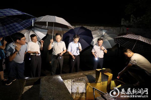 李荐国一行首先来到湖南煤化新能源有限公司,实地察看出水水质等情况