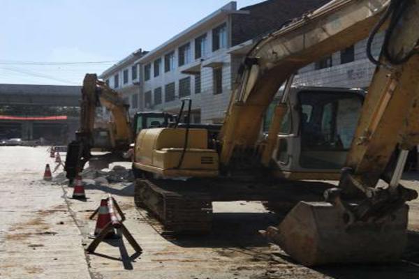 双峰县S331线K172-K174大修工程正式破板施工