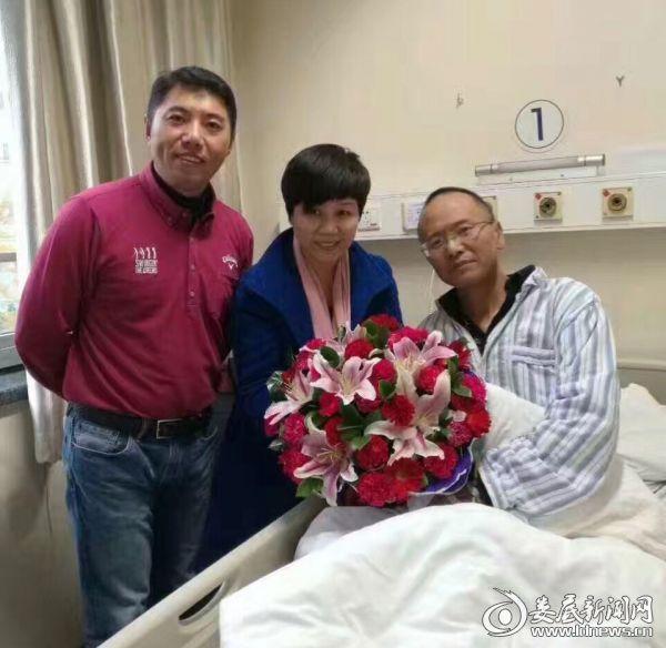 来自全国各地的微友网友病友不约而同为他鼓劲、为他祈福,纷纷前往医院看望