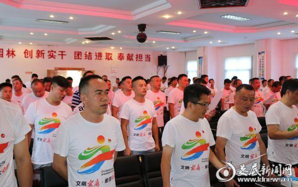 园林退伍军人合唱《中国人民解放军进行曲》