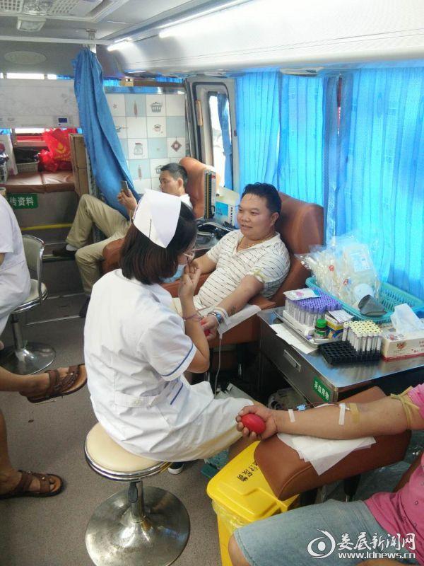 义务献血活动现场(二)