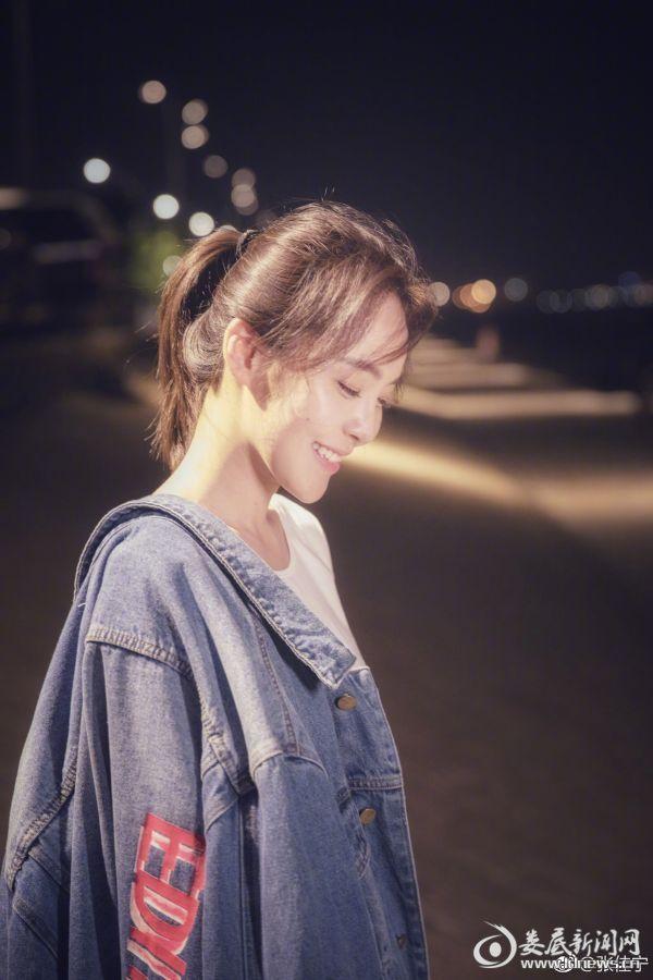 张佳宁低头甜笑