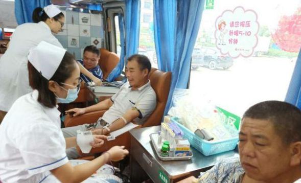 曹家镇计生协会组织开展义务献血活动