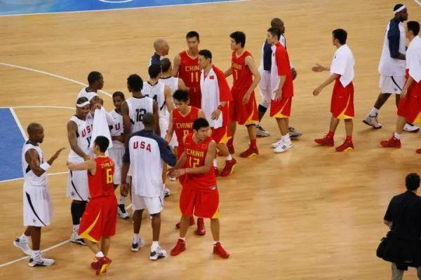 除了与美国队的比赛外,男篮队员们与新科世锦赛冠军(06年世锦赛)西班牙的较量也令人记忆犹新。而他们距离击败世界冠军仅仅差了2分钟,而我们最多时领先达到15分。