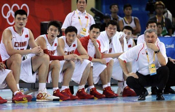 中国男篮08年在五棵松体育馆,在无数国人的见证下,打出了拼搏、赛出了斗志、赢得了掌声。而他们当年的表现带给你我这样的青少年又何止是胜利的喜悦,我想每个人都在那时内心无比笃定的认为我们的精神、我们的民族、我们的国家都是最棒的。