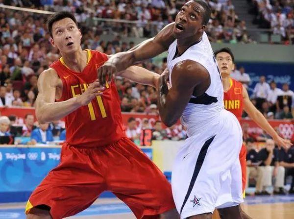 阿联在北京奥运会后,成为了新一代男篮的领军人物。他是新男篮队伍里的定海神针,也许你们记得他在15年长沙亚锦赛带领中国逆转韩国20分,决赛里为了小兄弟怒推巴赫拉米的瞬间。同样,你们也记得他在里约奥运会结束后,难掩失落的神情,那份神情透露着男篮老大哥对国家队的责任与担当。