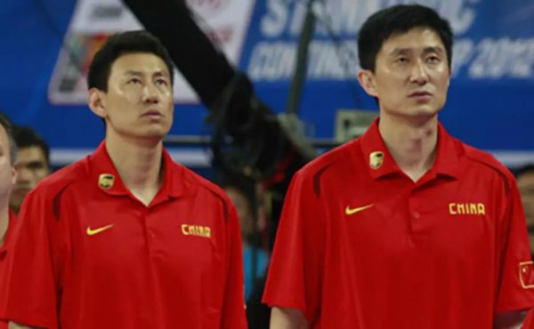 杜峰与李楠,分别在12年、09年宣布退役,各自在退役后都选择了执教之路,从俱乐部的助教,到去美国学习先进的篮球理念,两人的目标都在于为中国的篮球出一份力量。如今他们各自在红、蓝两支国家队担任主教练。