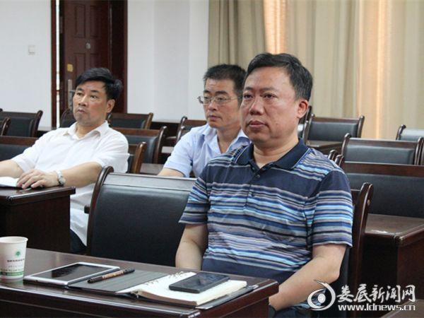 (市环保局党组书记刘文波参加会议)