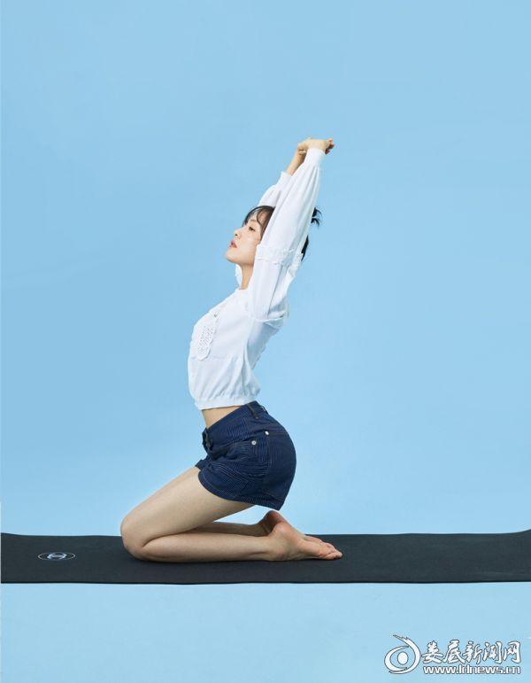 蔡文静做瑜伽