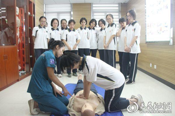 练习心肺复苏术(三)