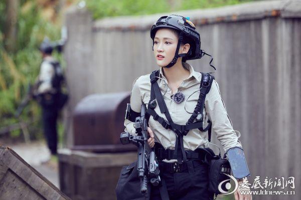 陈乔恩显超强女子力