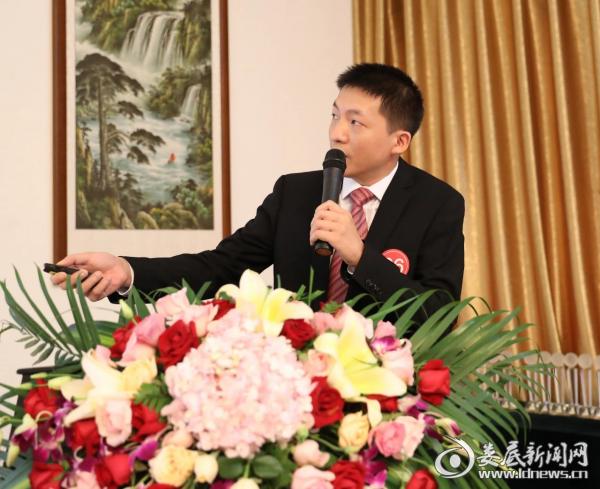 肖扬铭医师演讲参赛作品《负压组合硬式输尿管镜治疗左肾铸型结石》