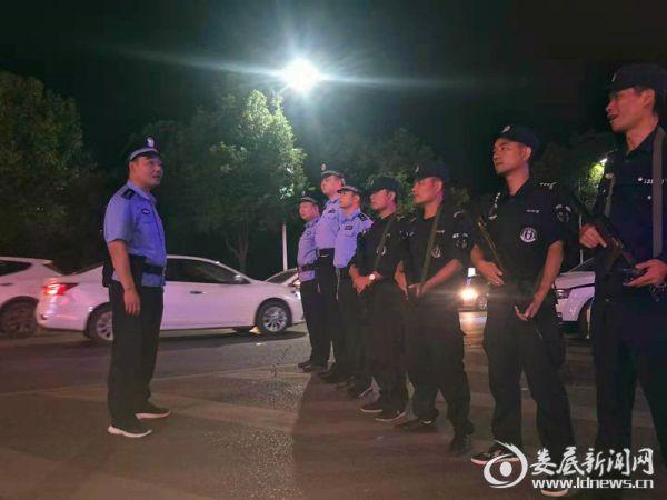 冷水江市公安局300余名民警坚守岗位庆祝祖国华诞2