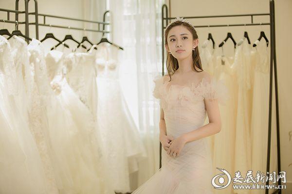 孟子义白色婚纱