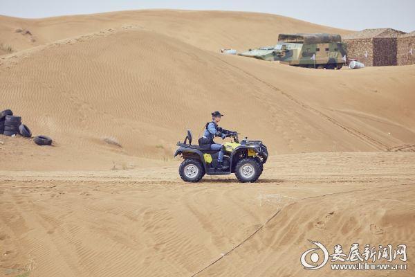 Justin驾驶沙地车