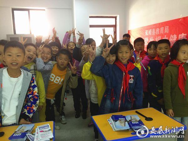 """2018年娄底市""""中小学生视力健康教育五年合作计划""""体检现场"""