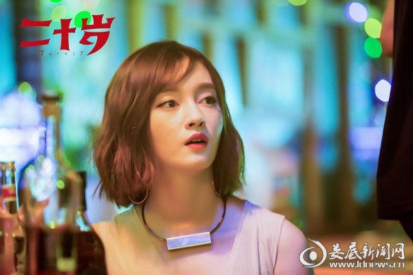 近日,新晋女演员徐晓璐在社交平台深夜晒自拍,头戴粉色贝雷帽文艺可爱