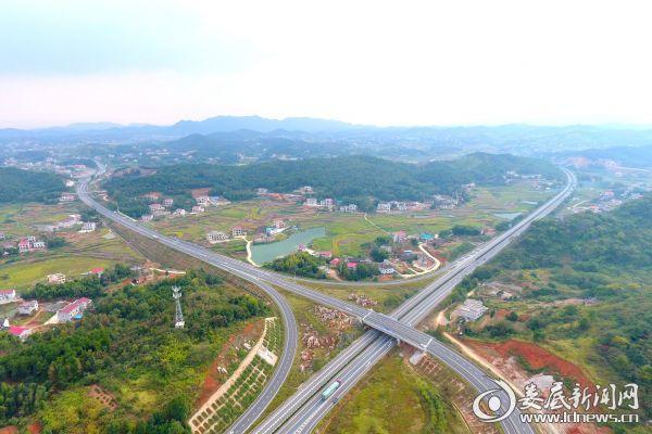 2018年10月18日拍摄的娄衡高速和潭邵高速交汇处-李建新