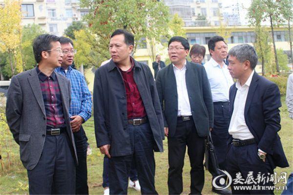 在水厂饮用水源地,谢志雄听取孙水河流域环境保护详细措施