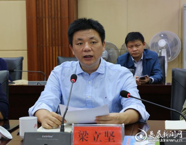 藤县农信社:不抽贷 不断贷 支持生猪产业发展