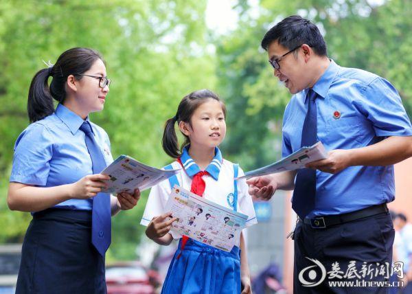 2018年6月5日,世界环境日,民行检察官到学校开展法治宣传