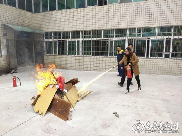 图为消防演练现场1 (1)