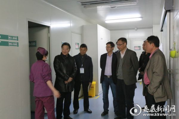 市中心医院院长李红辉(左二)一行在麻阳县人民医院调研