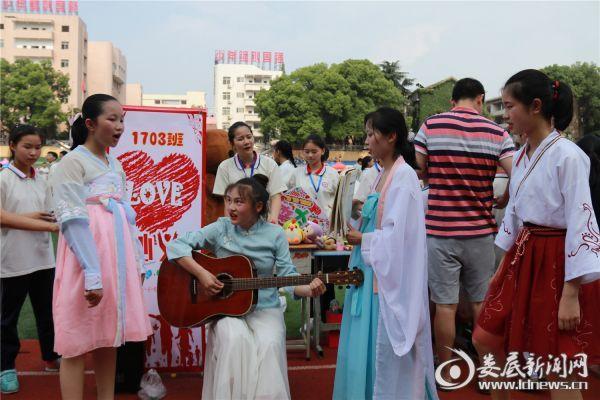 丰富多彩的校园文化,娄底一中附属实验学校组织的爱心义卖活动