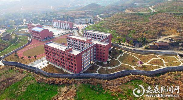 今年新建并投入使用的冷水江锡矿山中心学校