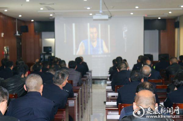 冷水江市公安局组织观看系列警示教育片《警钟》
