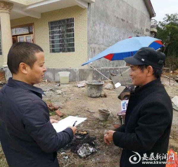 公司总经理李育军走访慰问结对贫困户