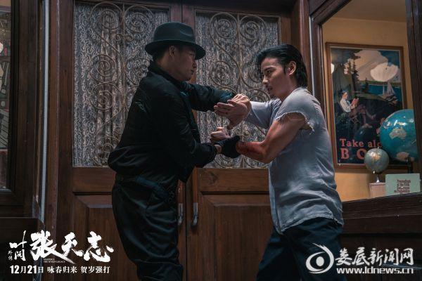 """电影《叶问外传:张天志》剧照:张晋""""咏春""""VS托尼·贾""""泰拳"""""""