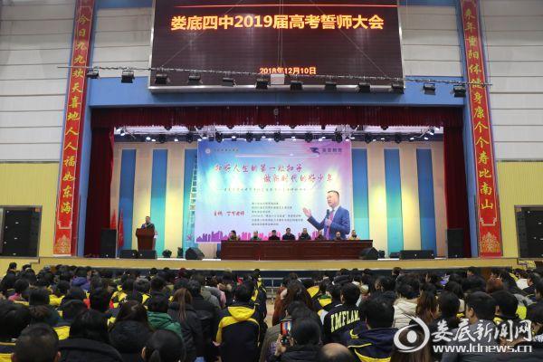 高三教师代表陈桂秋老师发言