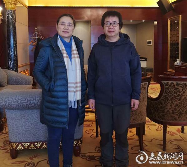 涟源市委常委、宣传部长梁育清与杨海潮先生