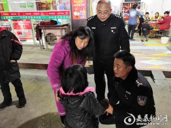 """""""暖心善举""""——桥头河镇巡逻队帮助走失小女孩回家 (1)"""