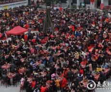 挣钱网一村庄摆上400桌新春团拜宴 4000村民集体过年乡愁浓