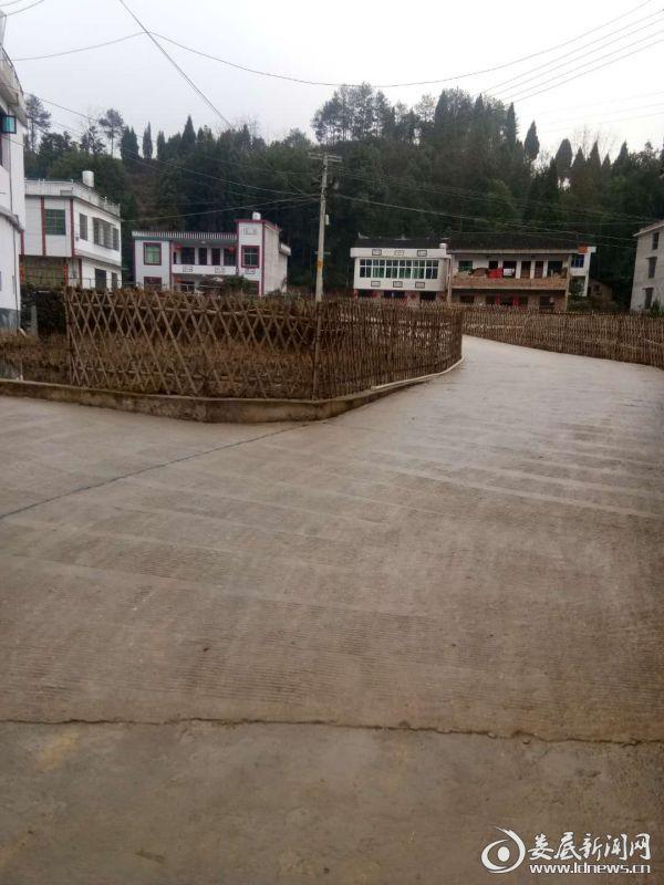 村庄道路干净整洁